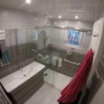 Salle de bains PMR réalisée par eyrard plomberie chauffage ardennes