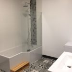 Salle de bains carrelage baroque réalisée par l'entreprise Eyrard Charleville