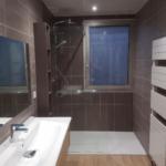 Salle de bain design réalisée par entreprise Eyrard